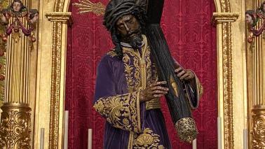 El Señor con la túnica de los devotos por el IV Centenario
